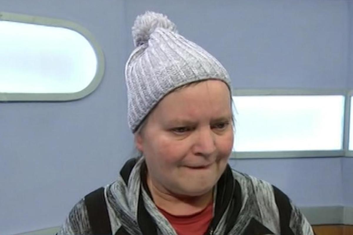 db3e1ccdad Jeremy Kyle viewers left bemused after guest takes to stage wearing a  BOBBLE HAT... and she quickly becomes star of the show