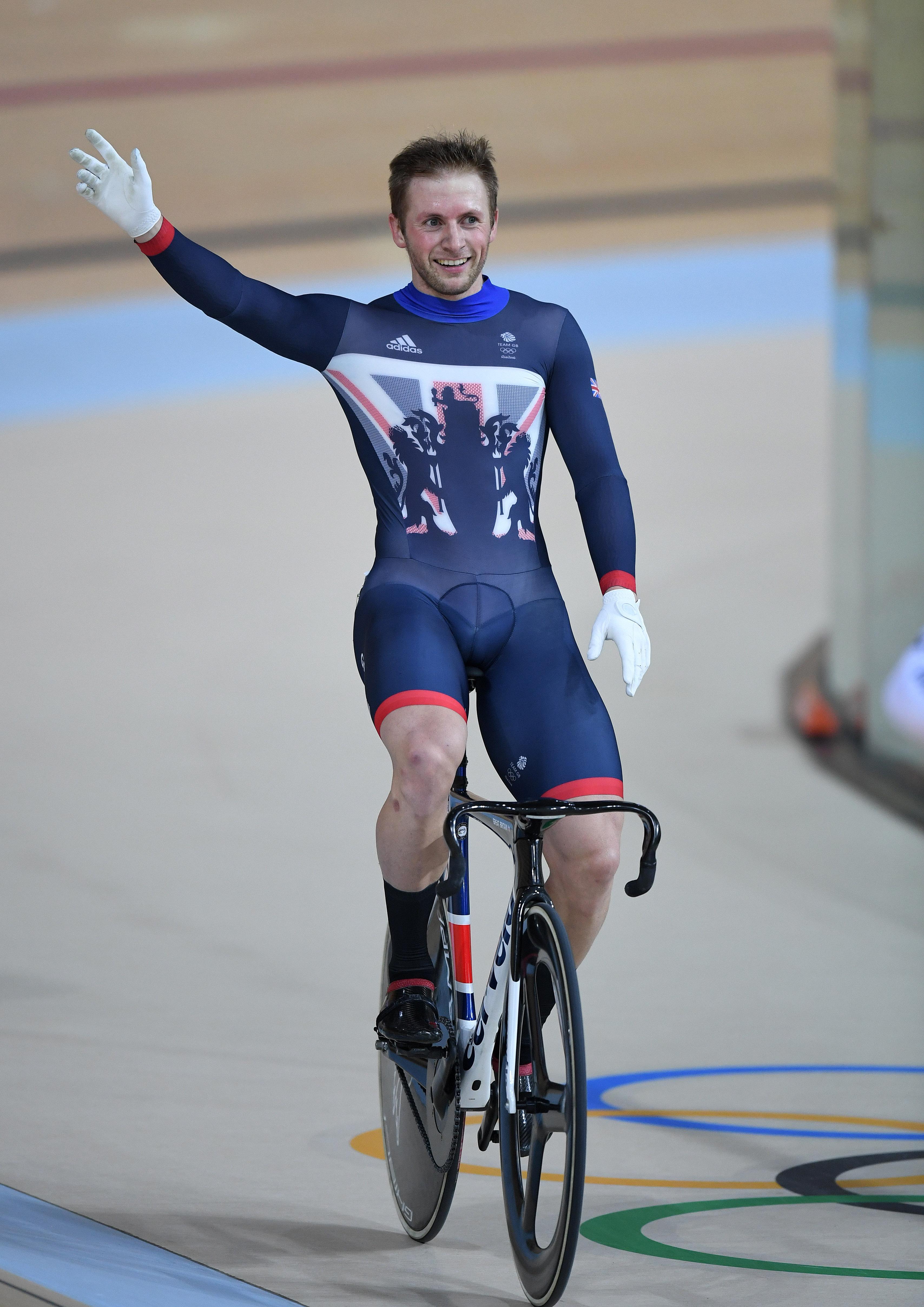 Jason Kenny winning gold in the Men's Keirin at Rio 2016