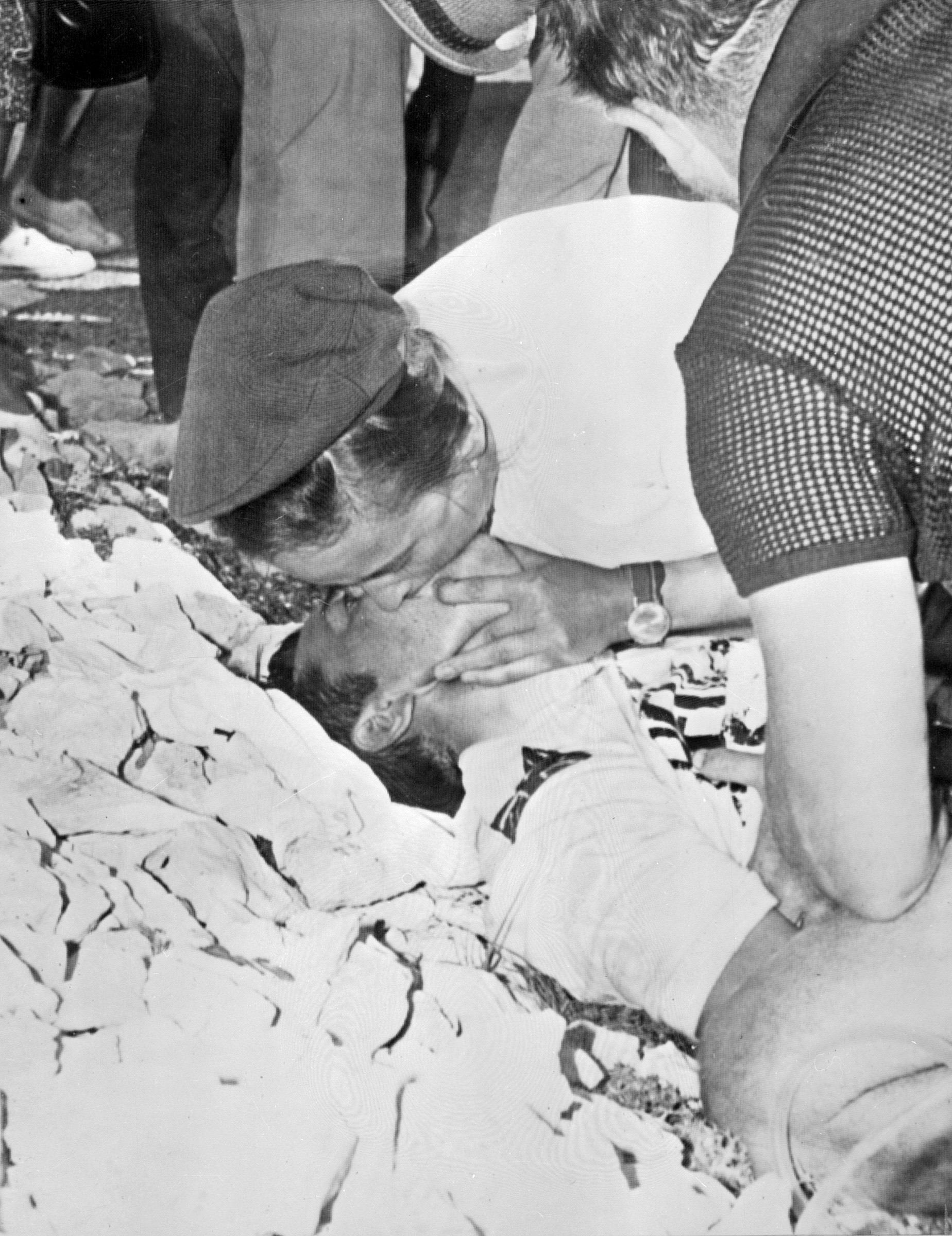 Tom Simpson could not be resuscitated despite the best efforts of medical staff on Ventoux