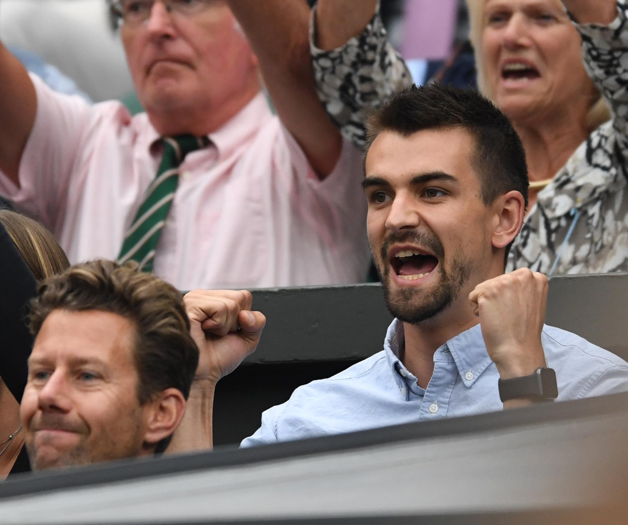 Jackson Wade cheers on his girlfriend against Simona Halep