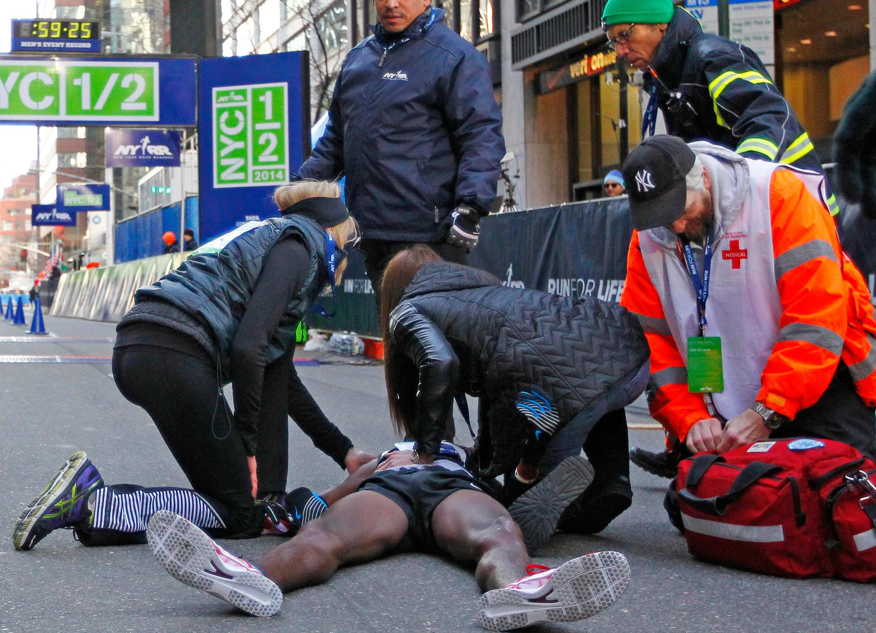 Mo needed medical attention after the 2014 New York Marathon