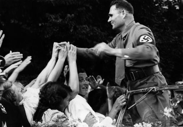 O vice-Fuehrer Rudolf Hess contratou um astrólogo pessoal para que seu horóscopo estivesse sempre disponível