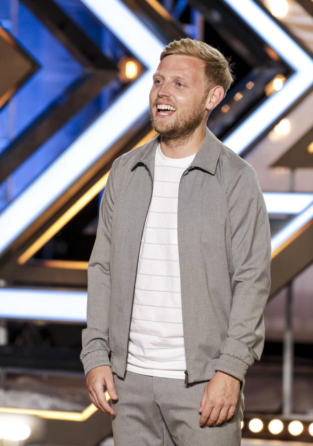 Gary Barker performed Uptown Funk for his audition