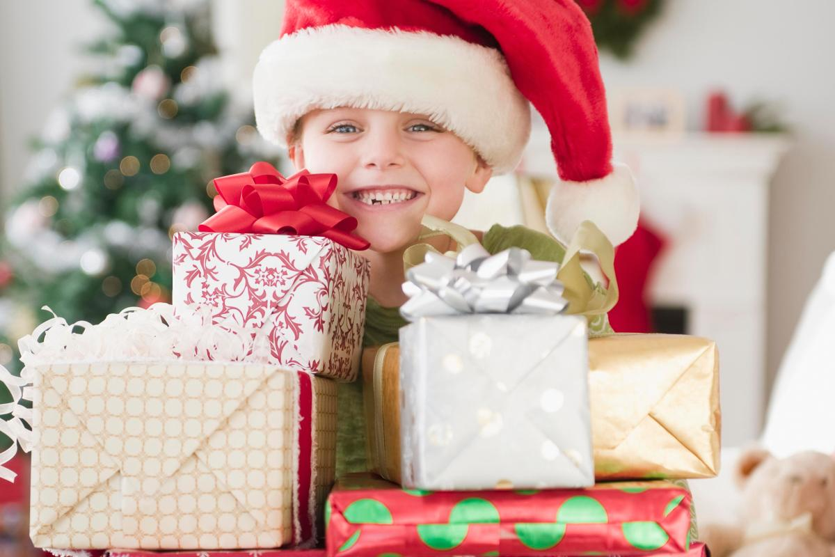 How many presents should you give YOUR kids this Christmas? One mum ...