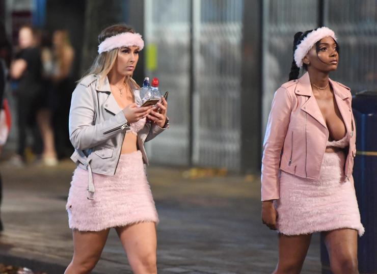 Women covered themselves in pink for the Saturday night out