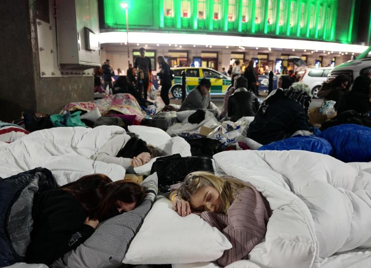 As night grows cold, the girls settle down for the night in sleeping bags and duvets