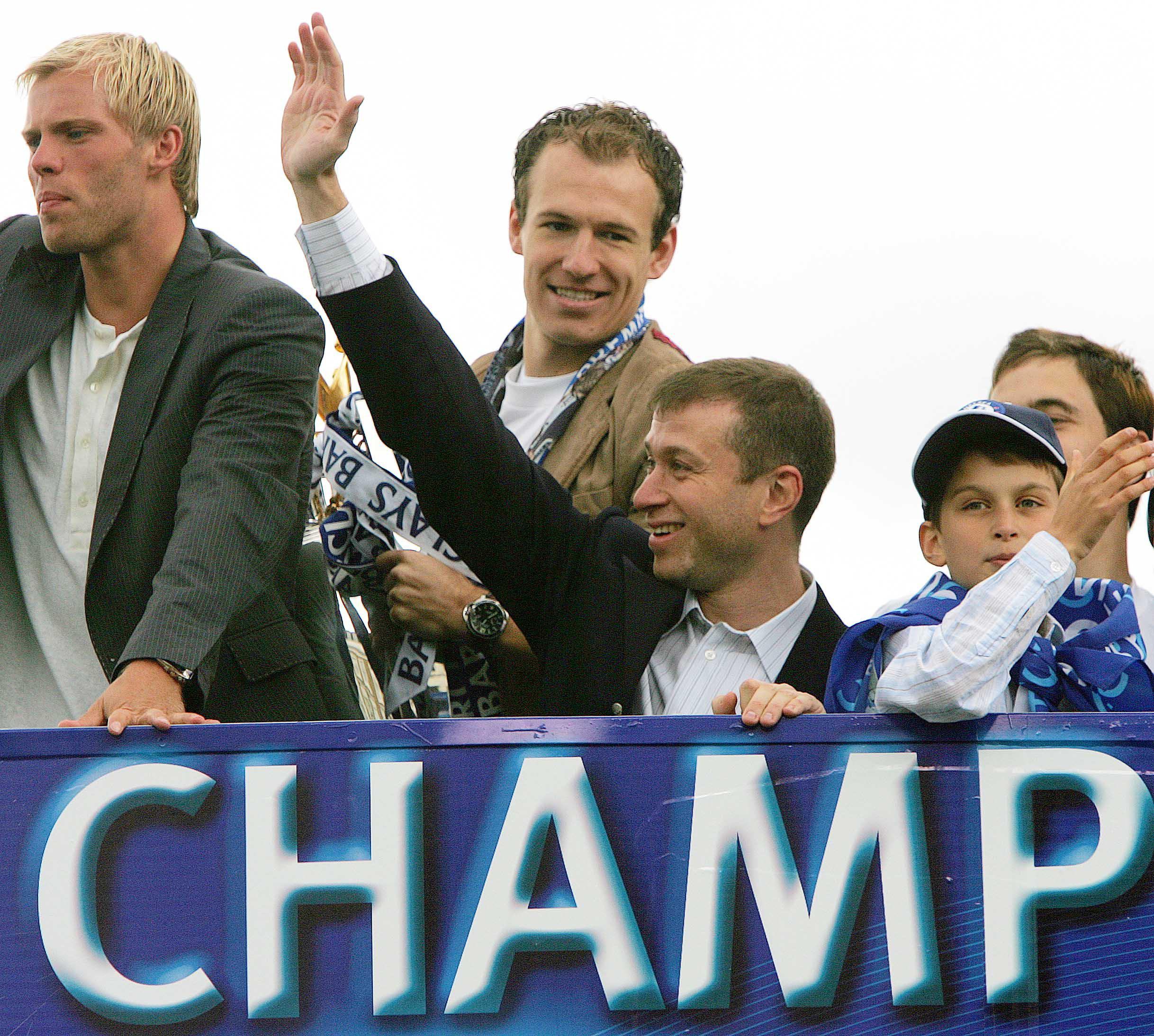 Roman, give us a wave. Chelsea owner celebrates 2005 title win