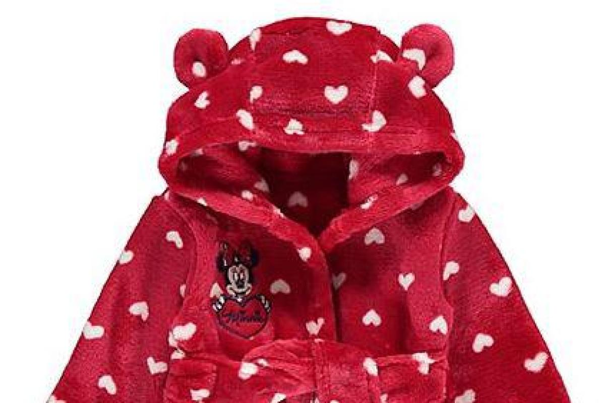 Asda is selling a Minnie Mouse love heart dressing gown, and it ...