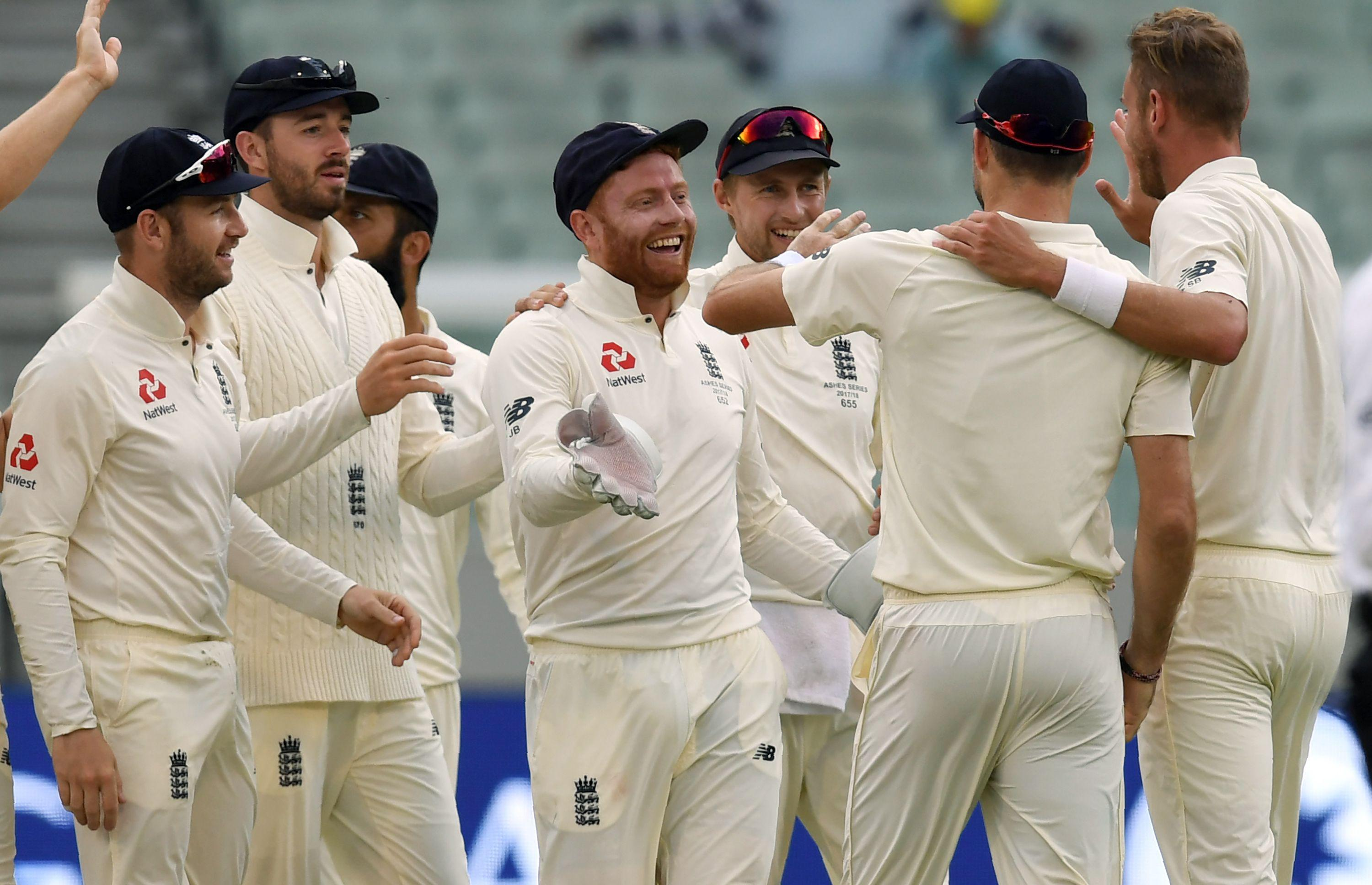 Jonny Bairstow is congratulated after his catch to dismiss Shaun Marsh