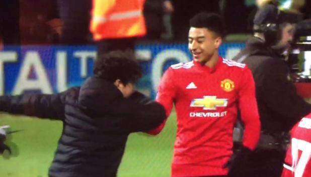 ling3 - Manchester United star Jesse Lingard receives hilarious dab greeting from young fan who invaded pitch