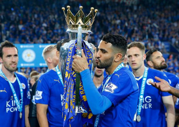 nintchdbpict000233208435 - Arsenal fans go crazy after spotting transfer target Riyad Mahrez sneaking out of the Emirates after Chelsea win
