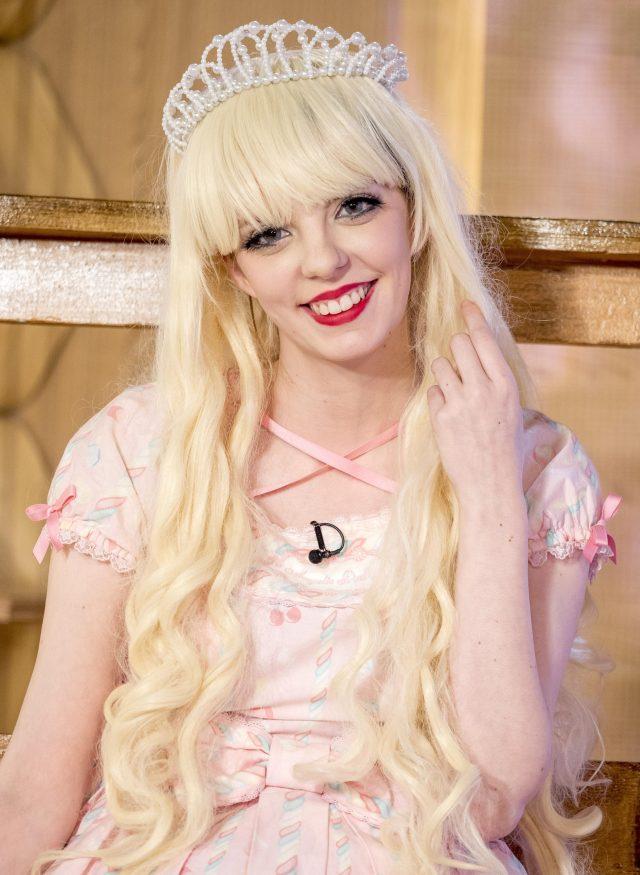 Jade dijo vestirse como una muñeca de la distrae del dolor que sufre de fibromialgia