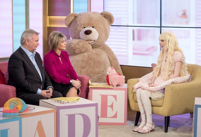 Jade ha estado vistiendo como una muñeca desde que tenía 11 años y ha pasado 20K £ en su manía