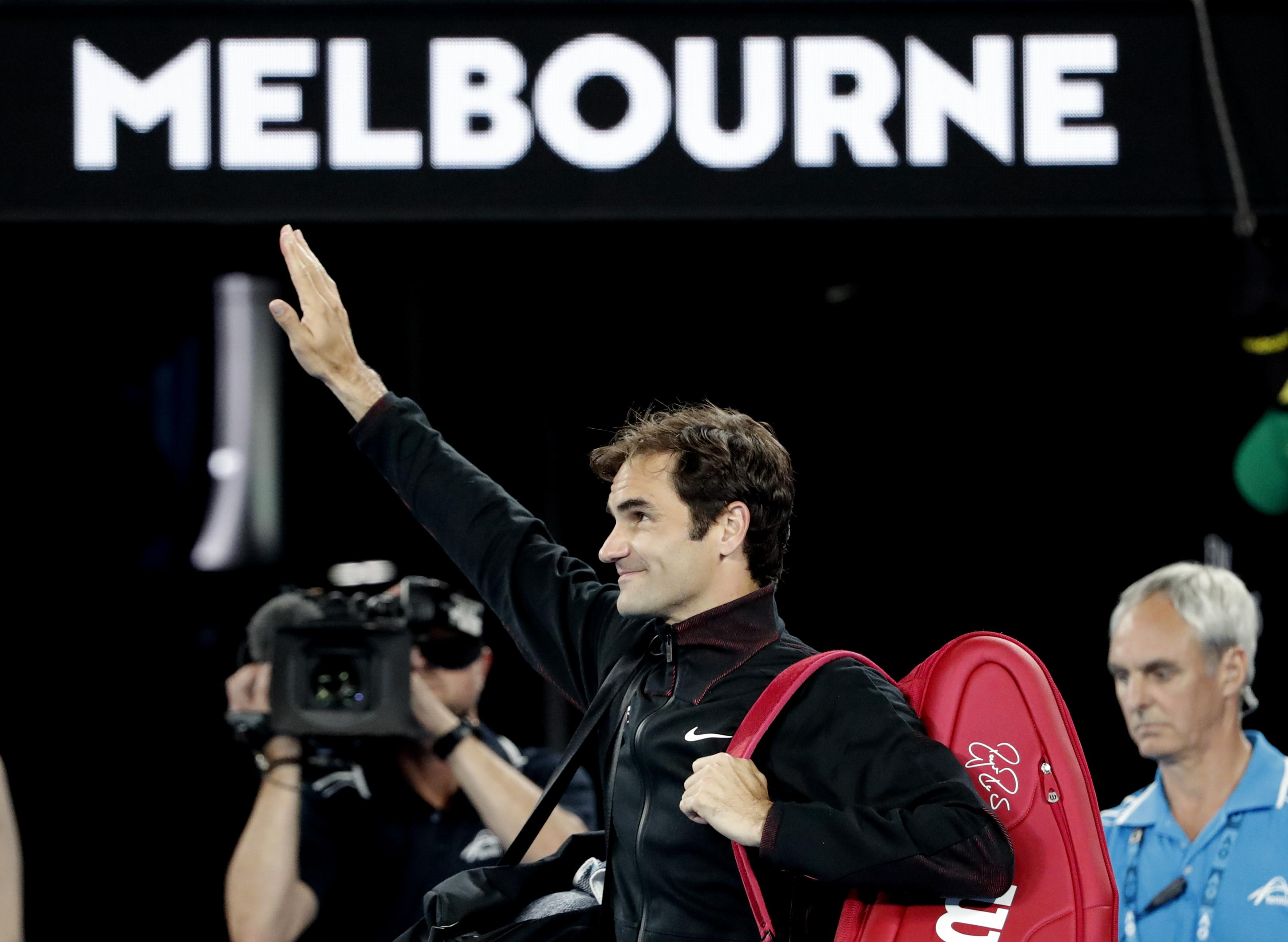 Roger Federer points the way to the semi-finals as he advances in the Australian Open
