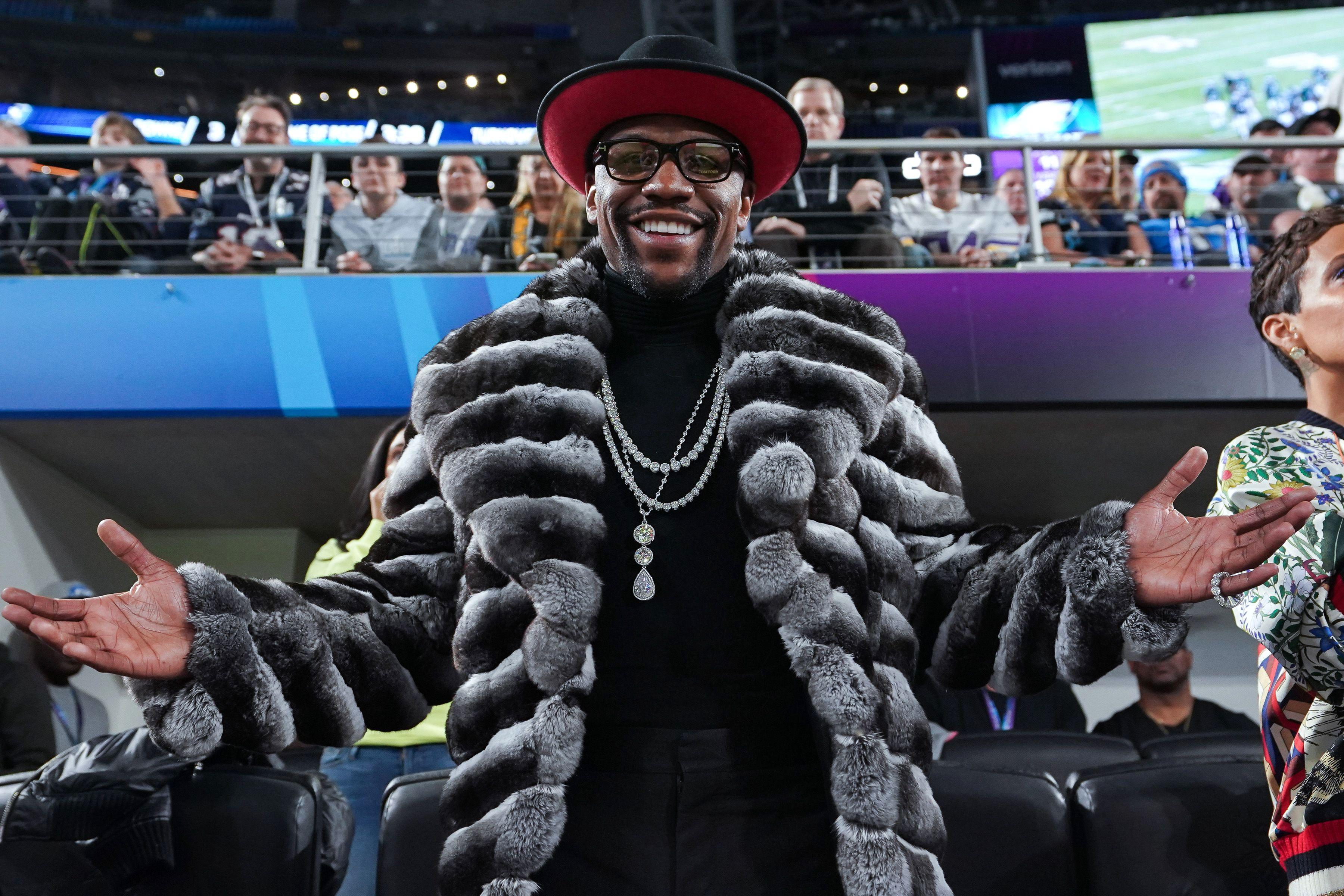 Floyd Mayweather looked like he is enjoying his retirement