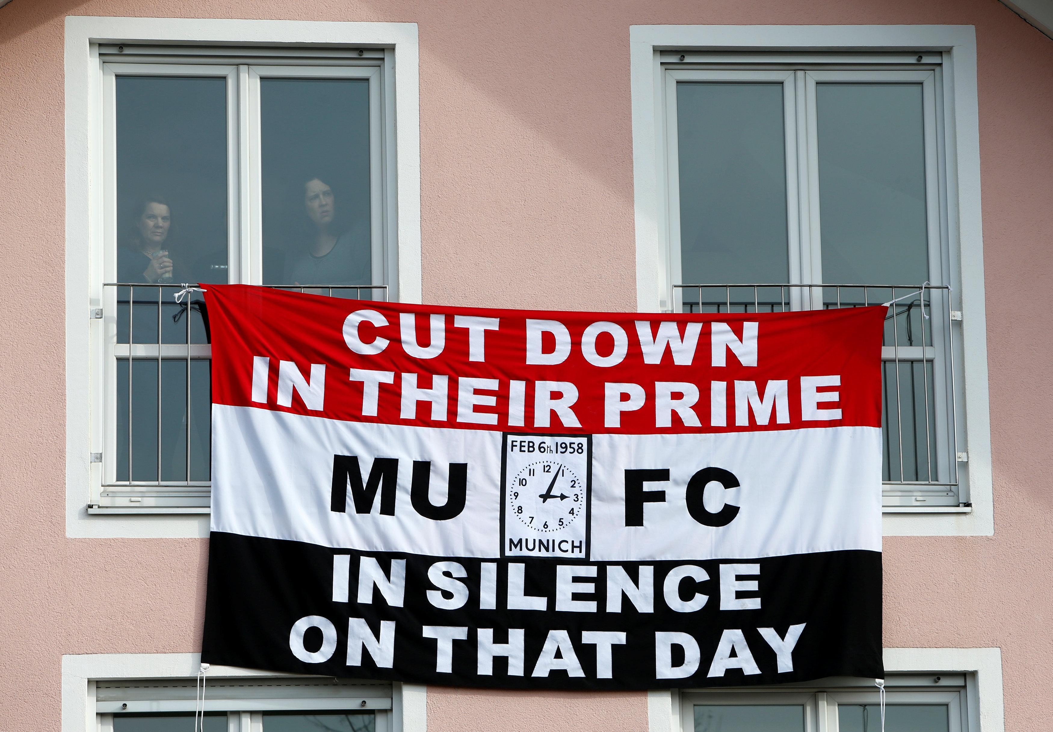 United fans have erected a banner at Manchesterplatz in Munich