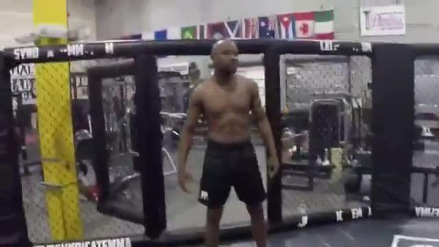 Floyd Mayweather already knows his way around an MMA cage