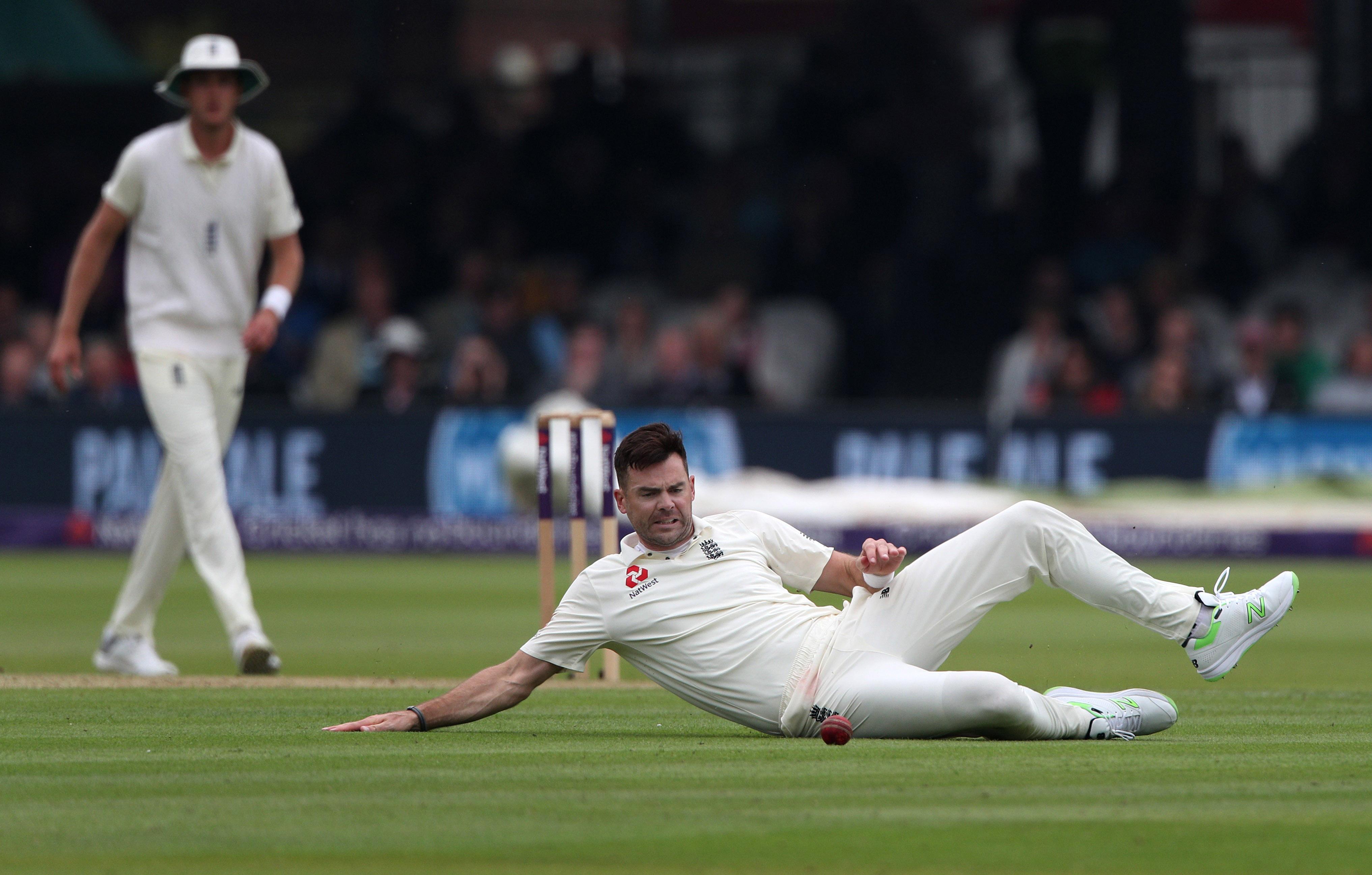 England's bowlers failed to make major inroads into the Pakistan line-up