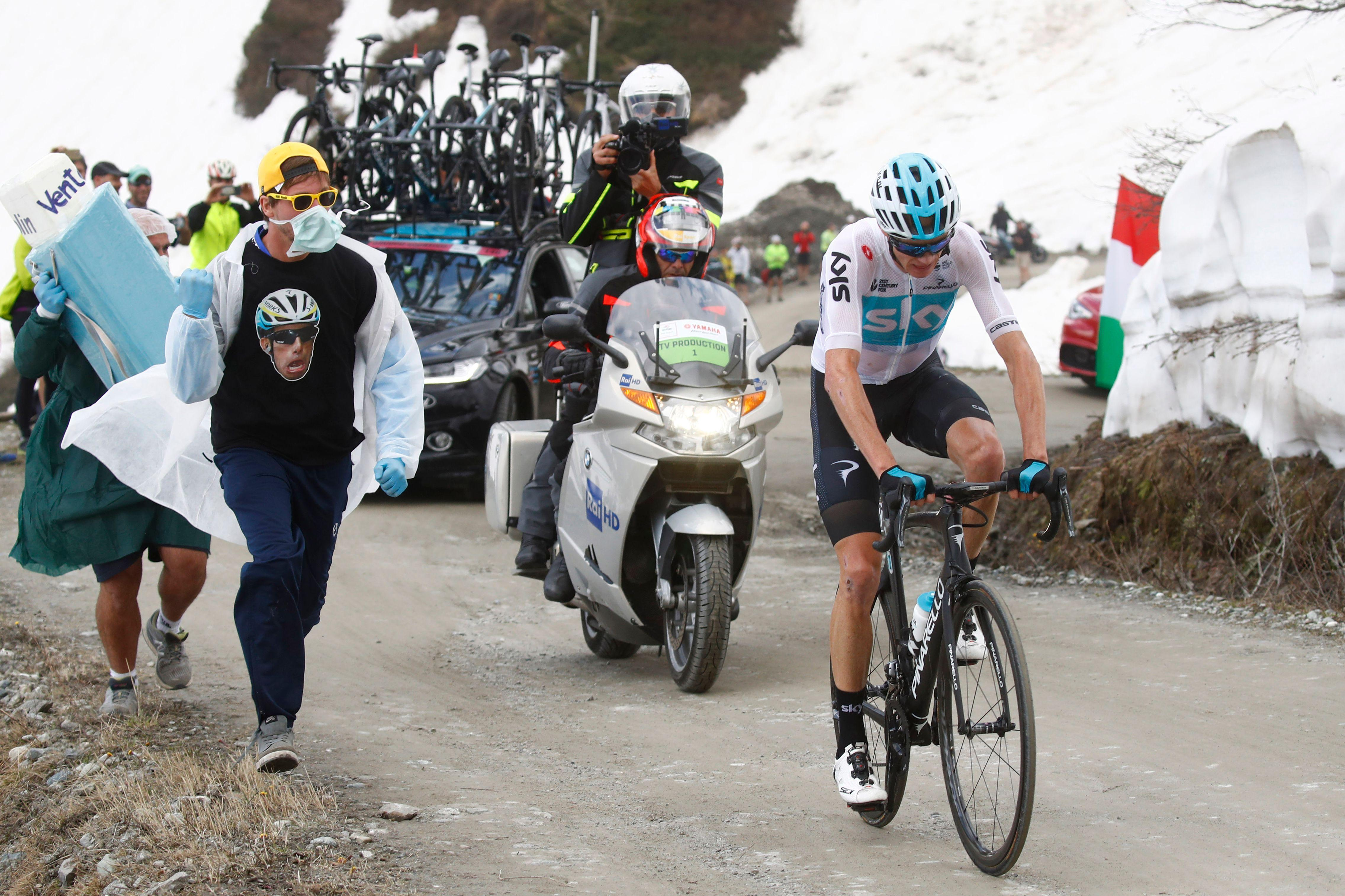 The hilarious spectacle occurred during the Giro d'Italia