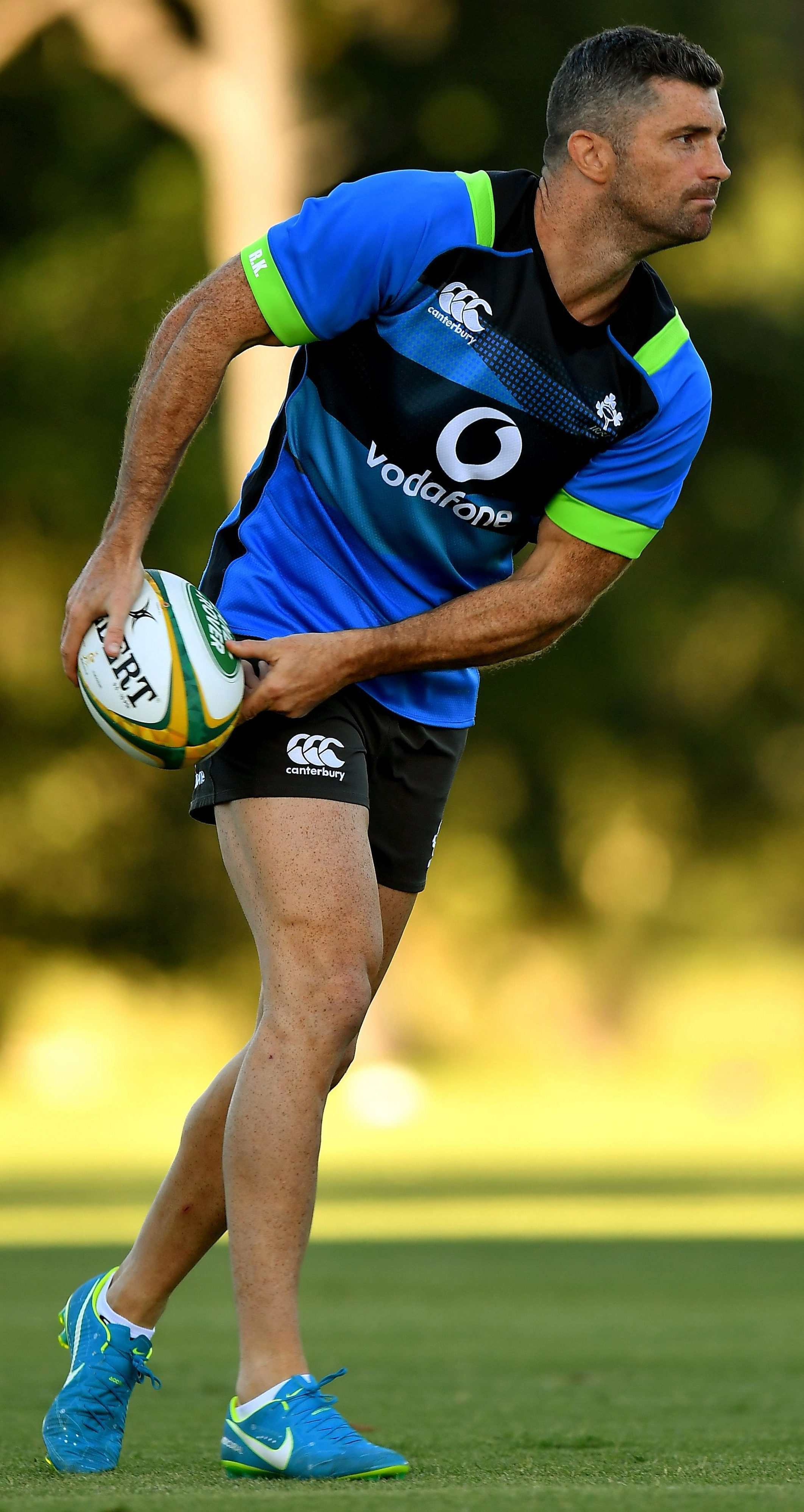 Rob Kearney gets in a practise throw or two