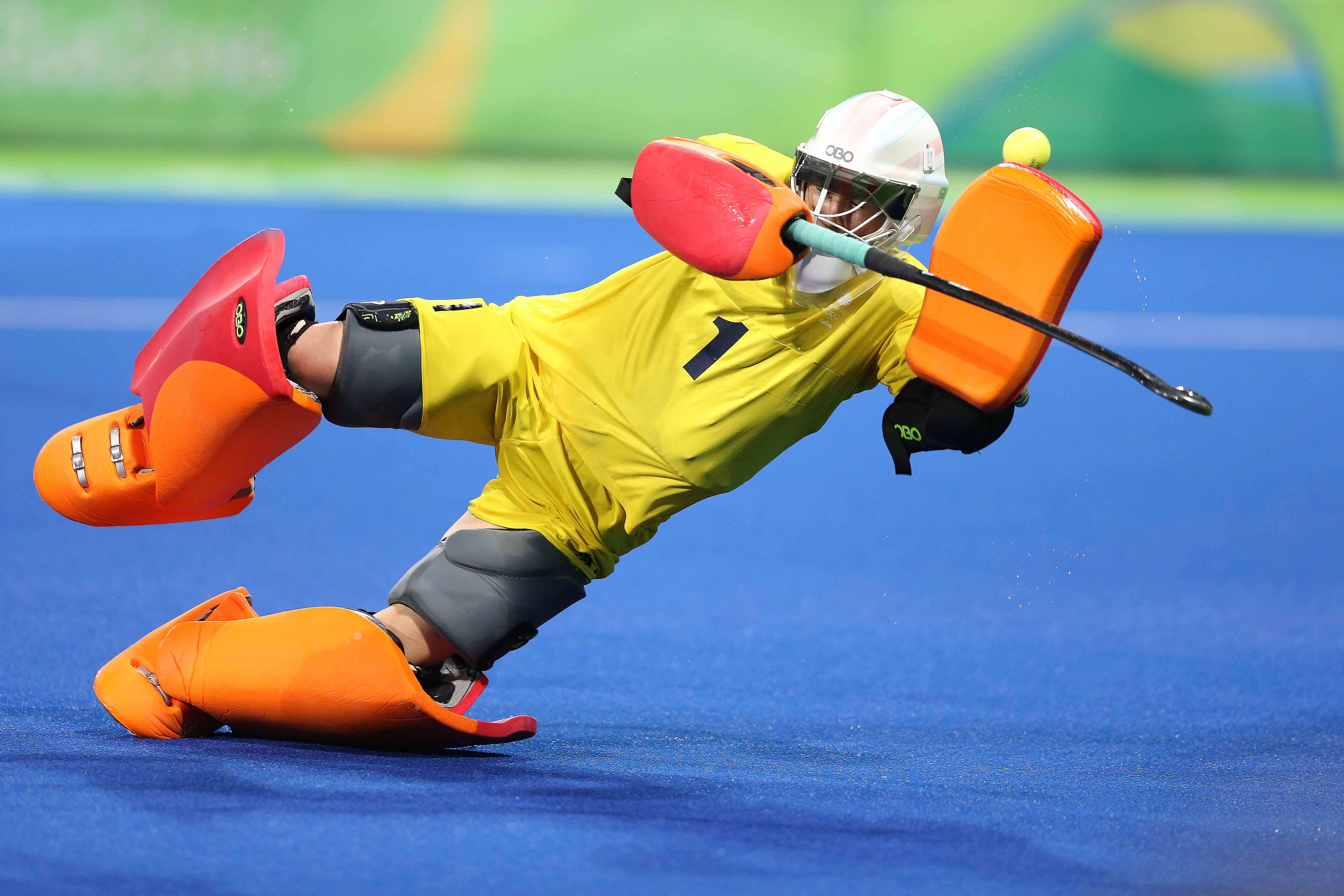Goalkeeper and Olympics 2014 gold medallist Maddie Hinch returns in net after her impressive performances