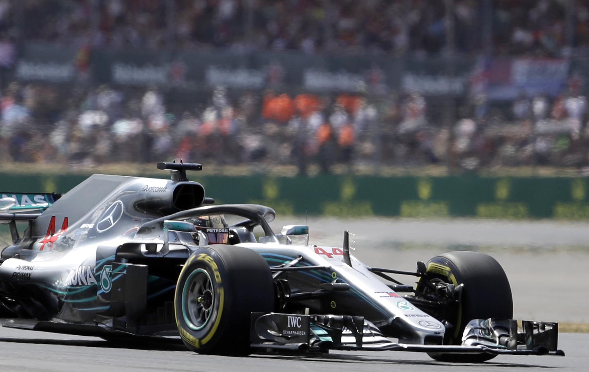 Lewis Hamilton set a new Silverstone track record to take British Grand Prix pole