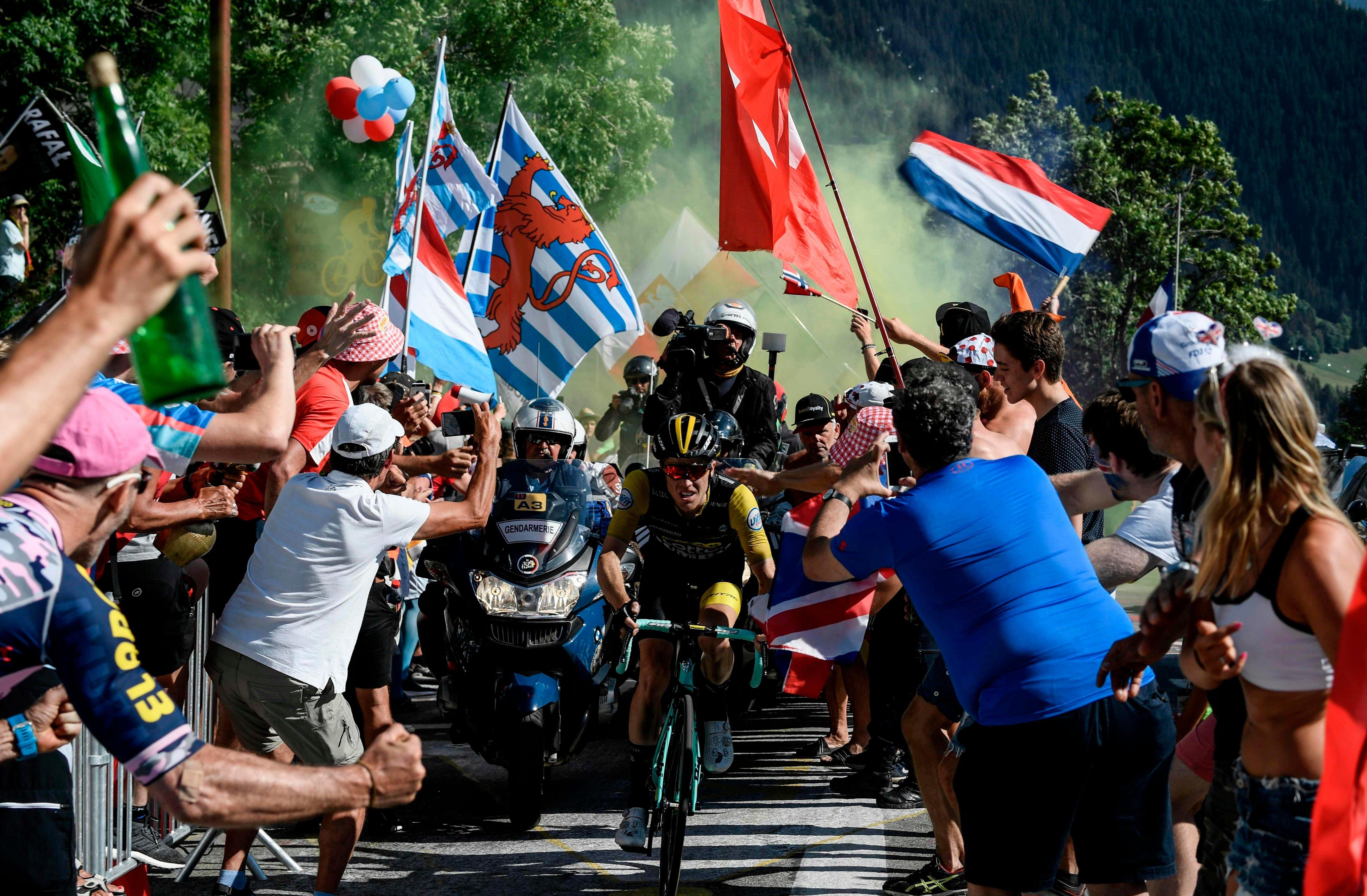 Steven Kruijswijk rides through fans towards l'Alpe d'Huez on the 12th stage