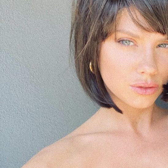 The 25-year-old changed her hairstyle when she posted a snap of herself with a dark-hair bob