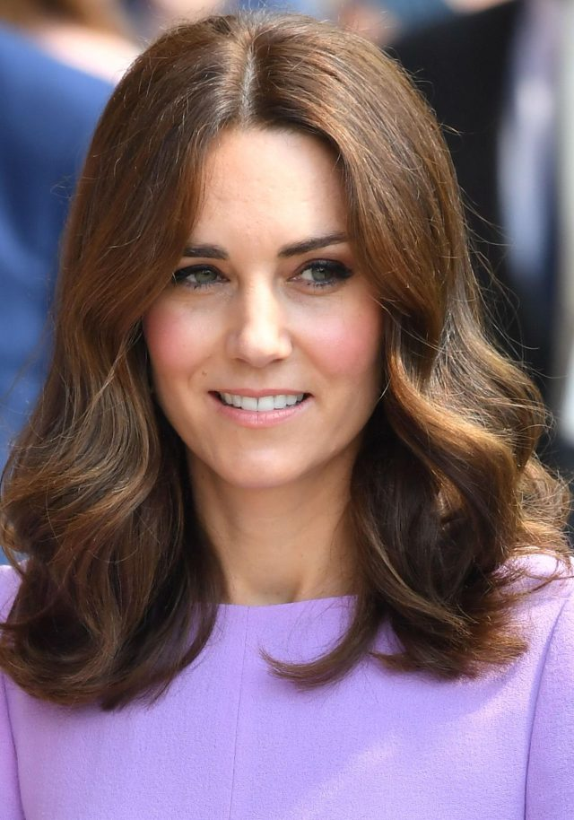 how kate middleton achieves her famous bouncy curls - and