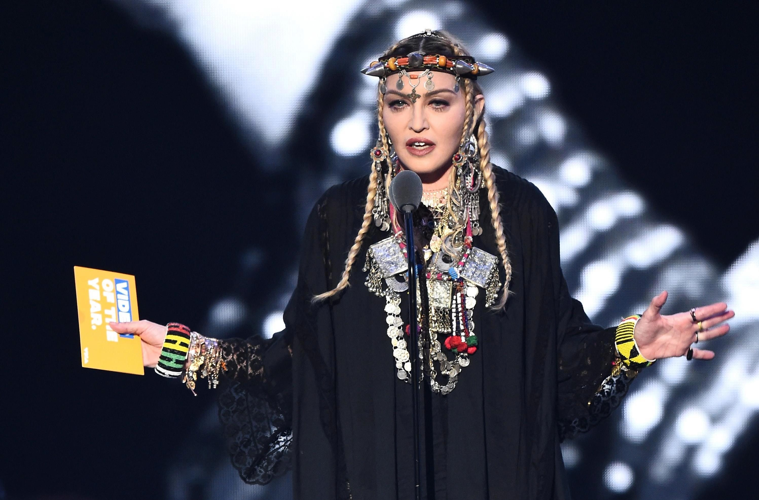 Madonna spoke about the ridicule of her figure 09.12.2009 64