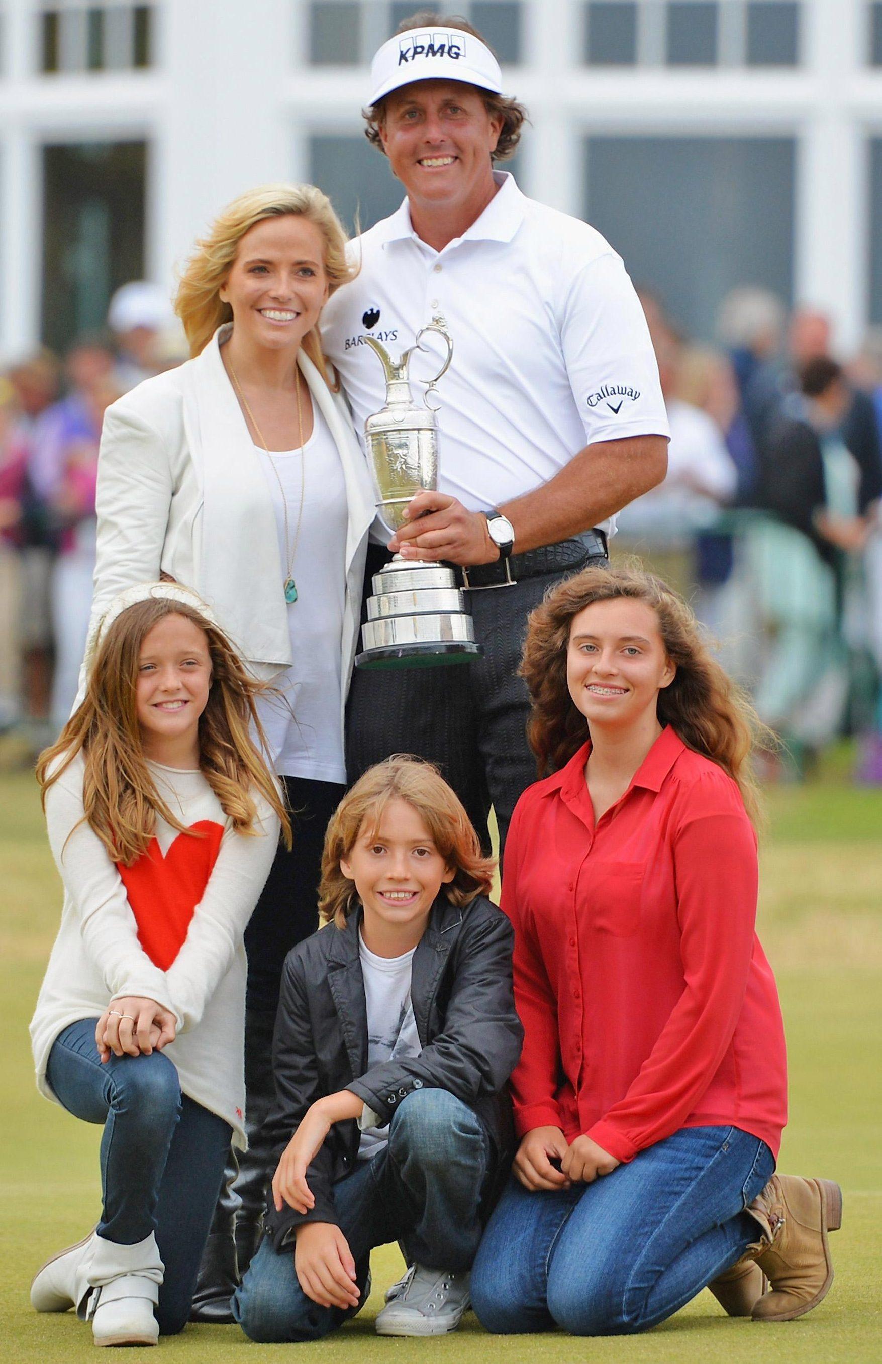 The couple have three children, Amanda, Sophia and Evan
