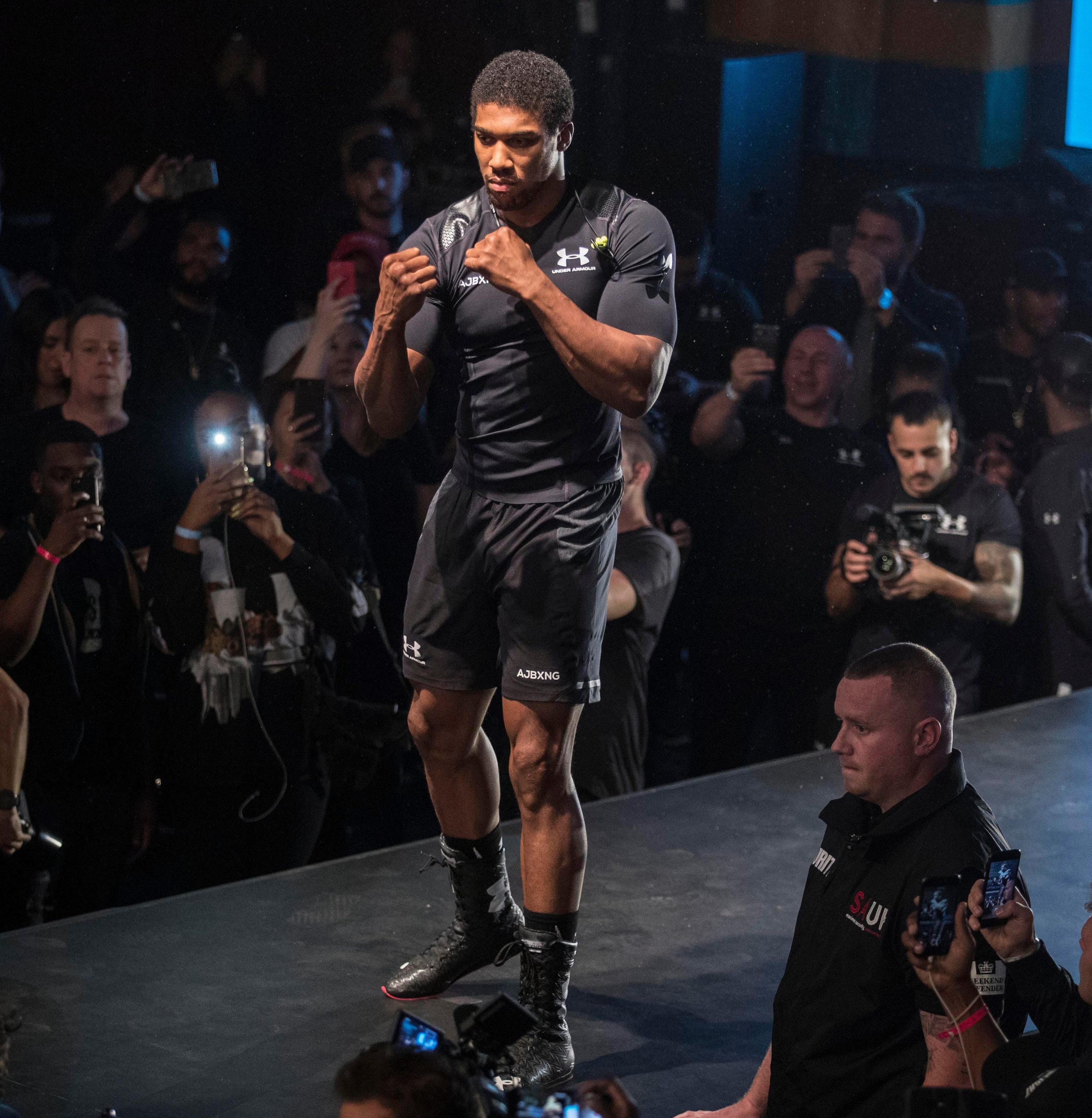 The multiple world champ even got the chance to practice his ring-walk ahead of his big night on Saturday