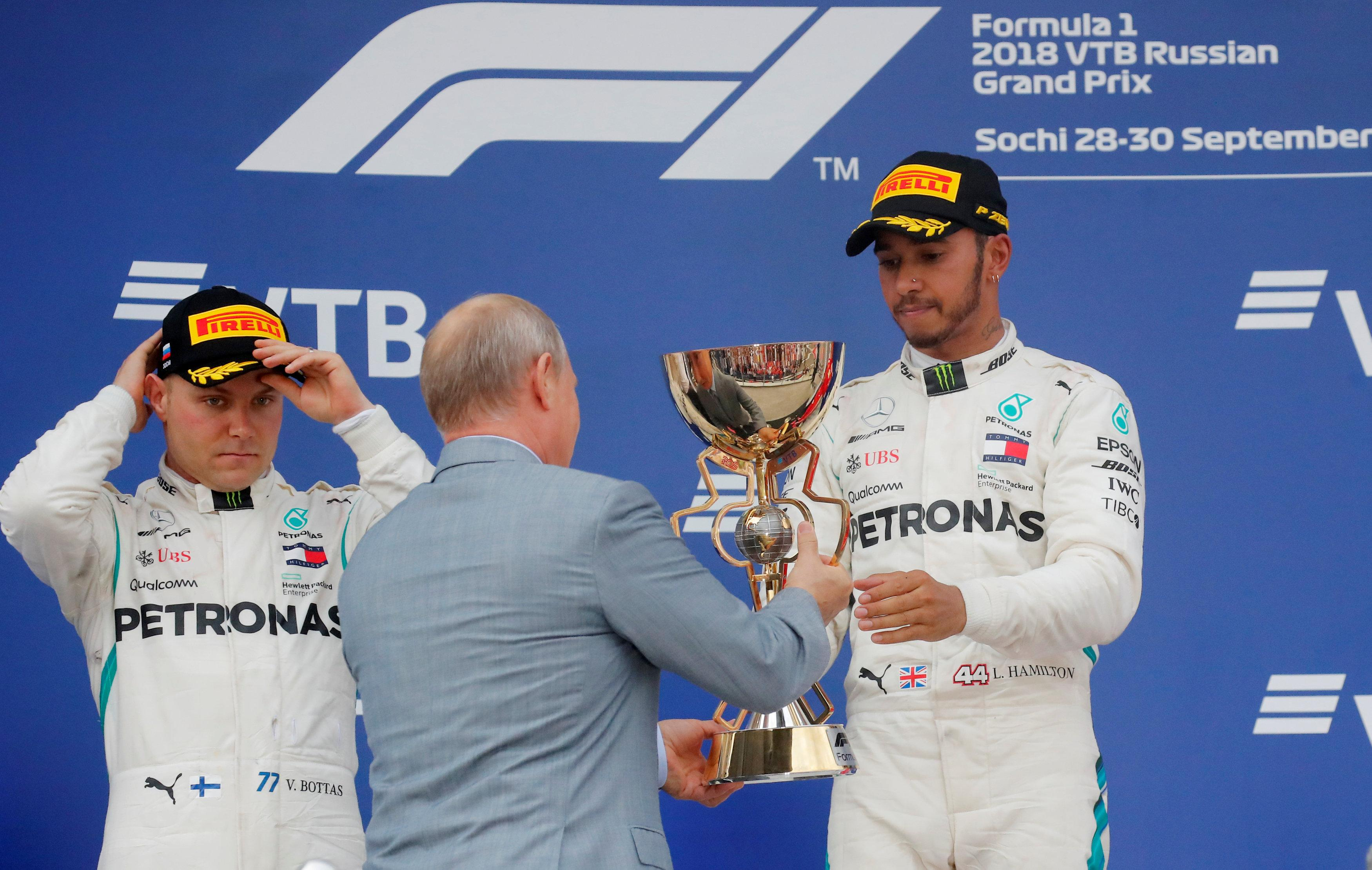 Lewis Hamilton receives his trophy from Russian president Vladimir Putin