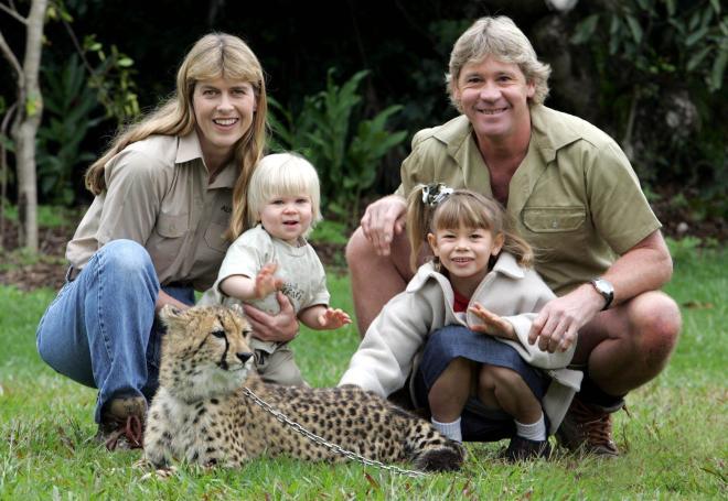Steve Irwin with his wife Terri, left, son Robert and daughter Bindi in 2006