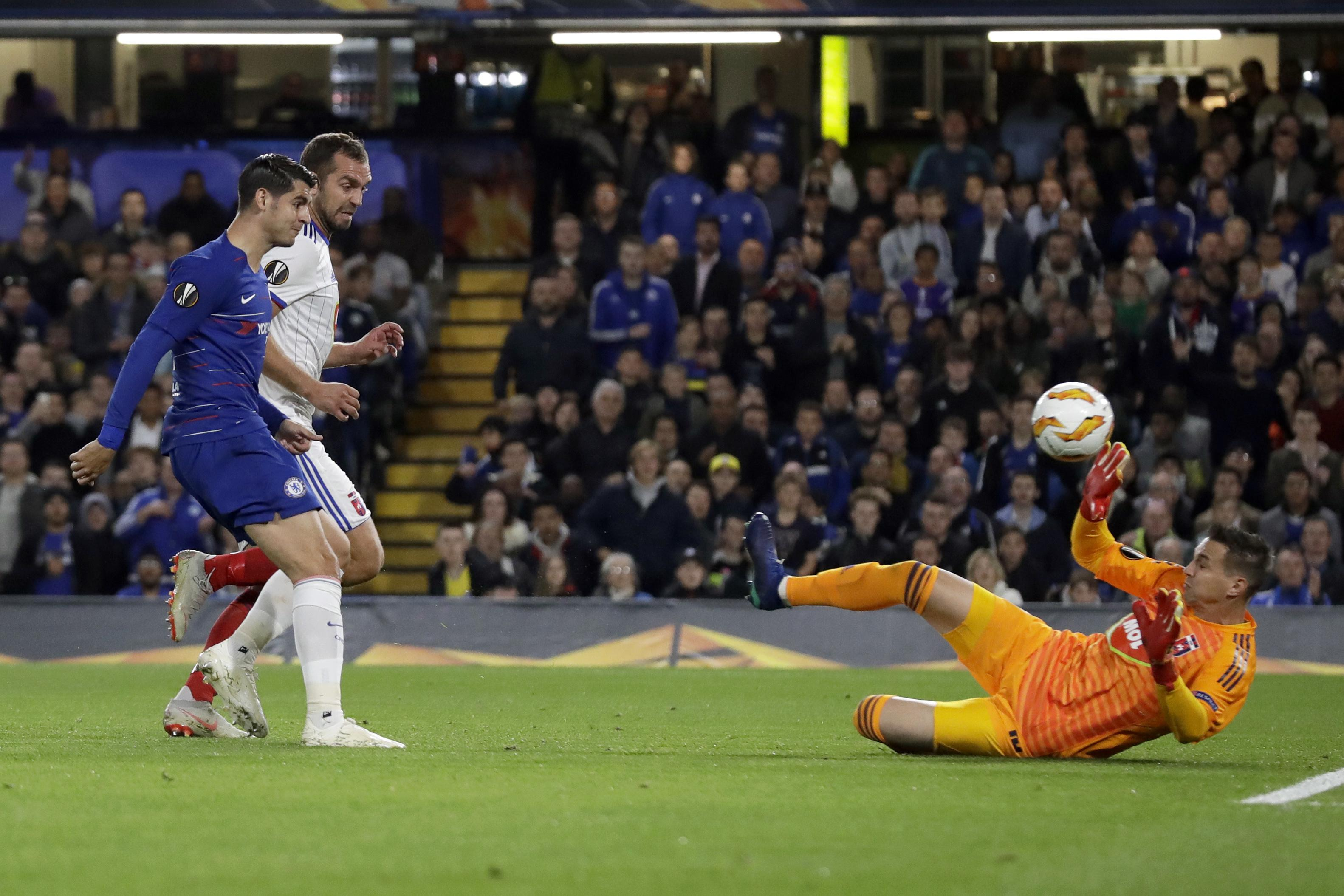 Alvaro Morata missed a sitter to fire Chelsea ahead