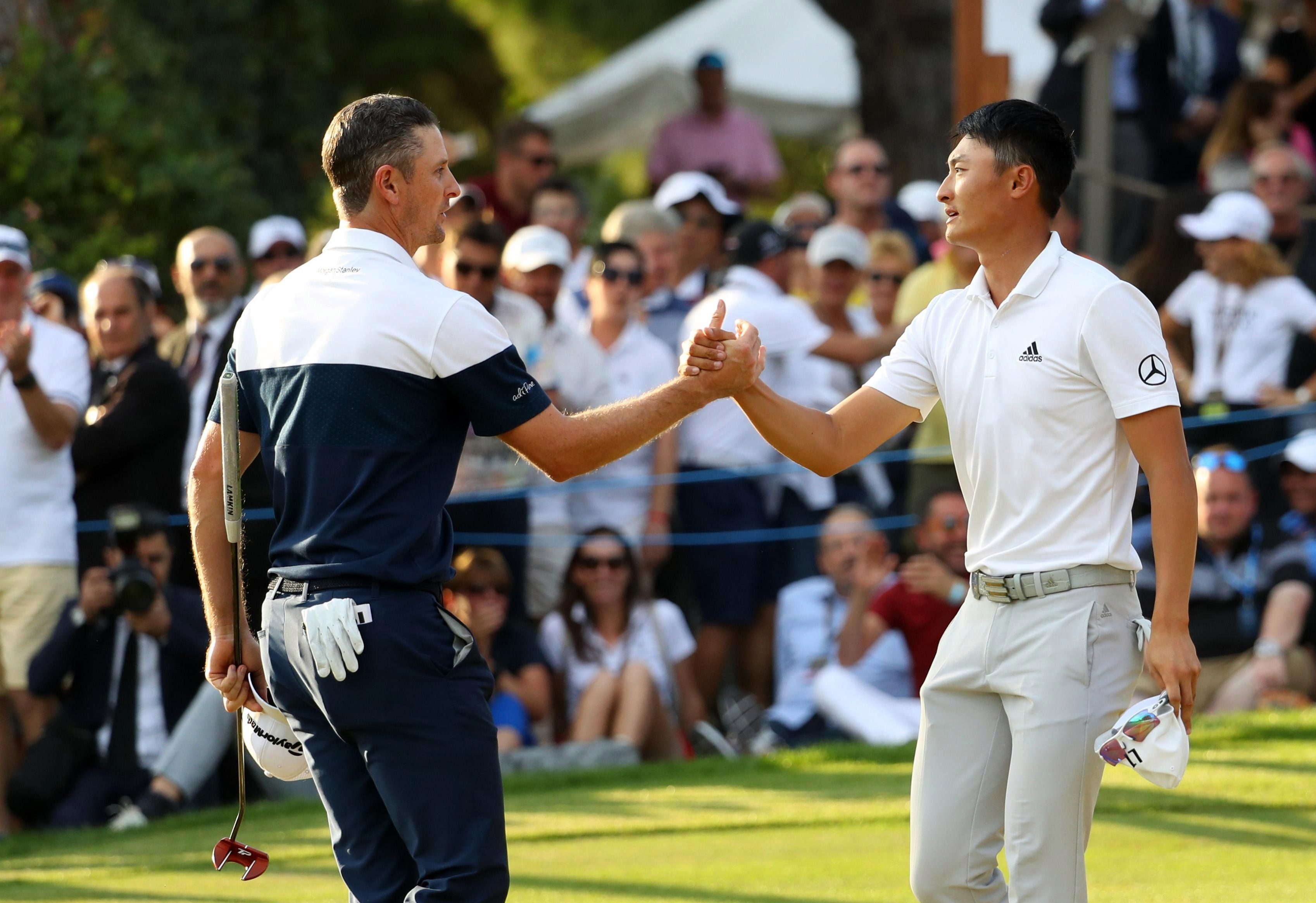 Rose of England shakes hands with Haotong of China after he wins the final round