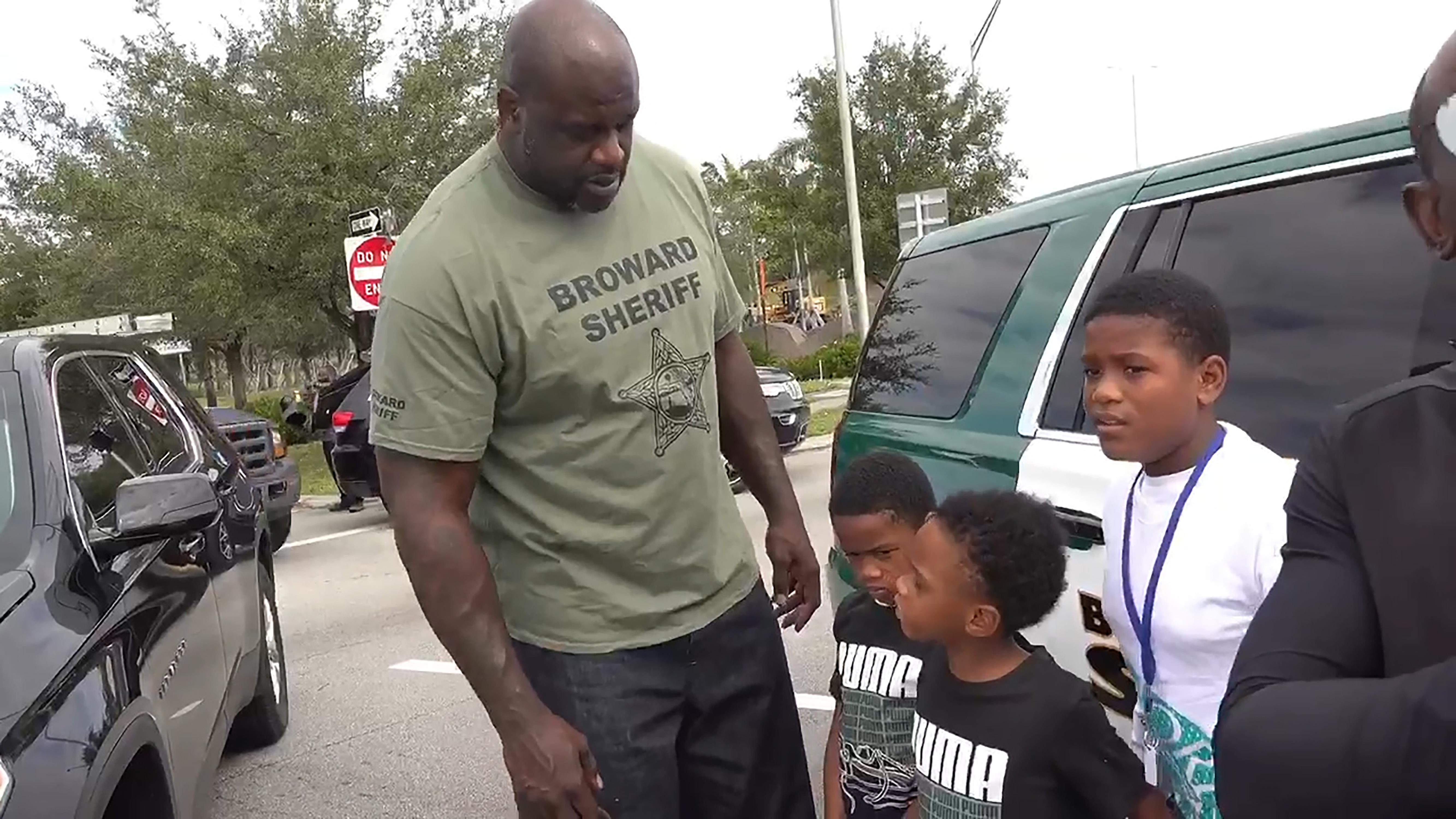 Shaquille O'Neal helped a family involved in a head-on collision in Florida