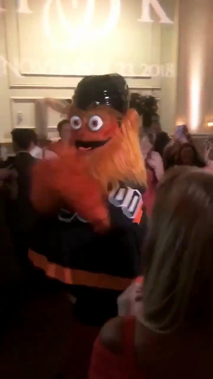 A mascot's dance moves stole the show at a wedding in Philadelphia