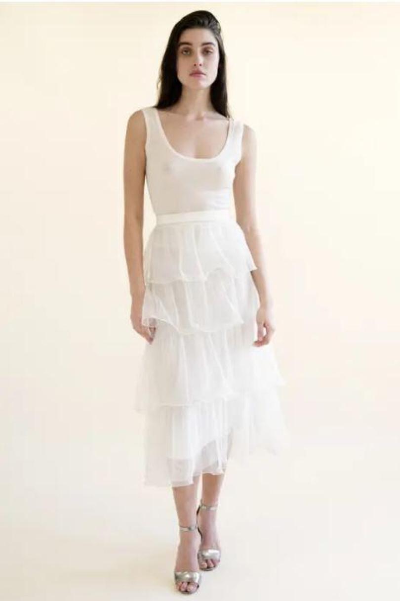 À primeira vista este vestido parece ok - se não um pouco aborrecido - até que você relógio os mamilos da noiva
