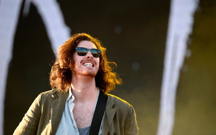 Hozier questions whether he's an anti-popstar as he doesn't think people need to know what he's having for breakfast