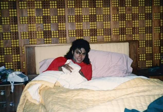 Michael Jackson fanatics SUE superstar's 'victims' Wade ...