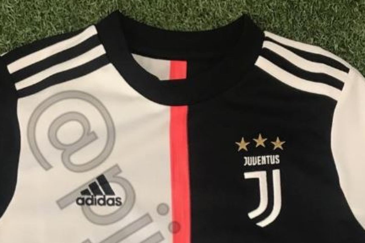 6927fb082 Cristiano Ronaldo's Juventus set to ditch iconic stripes after ...