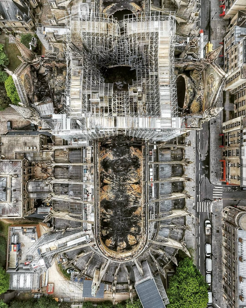 Heroic freighters saved the iconic cathedral from collapsing in a vital 30 minute battle with the blaze
