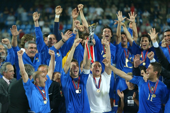 De Rossi returned to the Italy team for the 2006 World Cup final, which he helped win