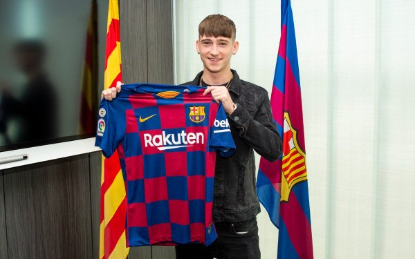 Barcelona fully signs seventeen year old Louie Barry from West Brom after refusing PSG