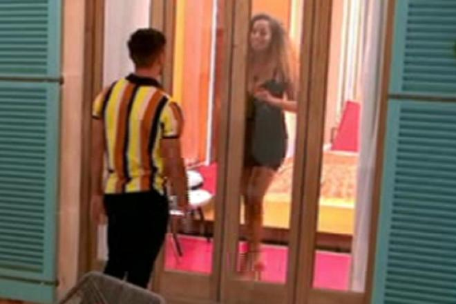 Amber can't get in through the door for her date with newcomer Greg