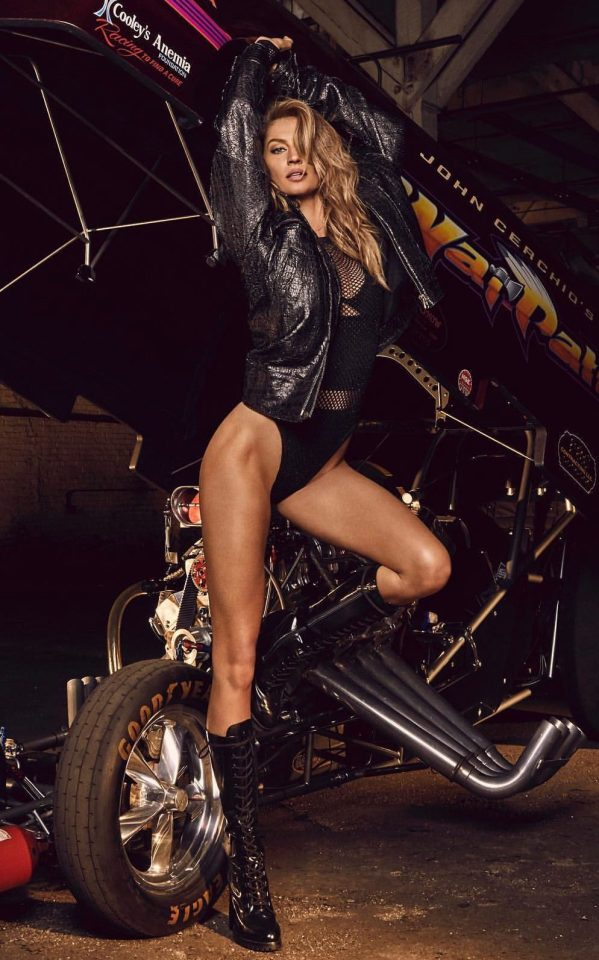 Gisele Bündchen looked sensational as she posed against a muscle car