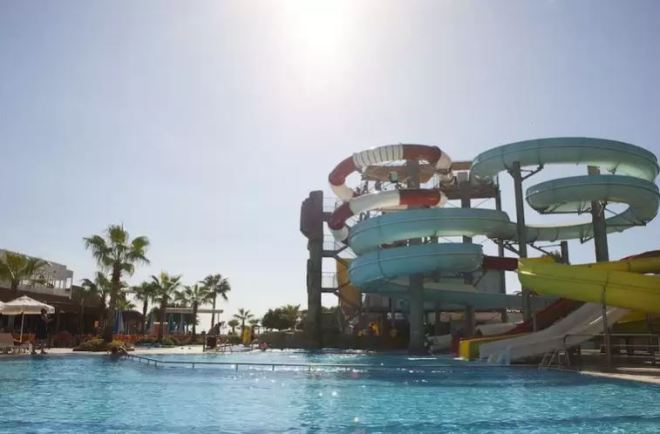 Hotels.com did not mention that the holiday resort was for observing Muslims