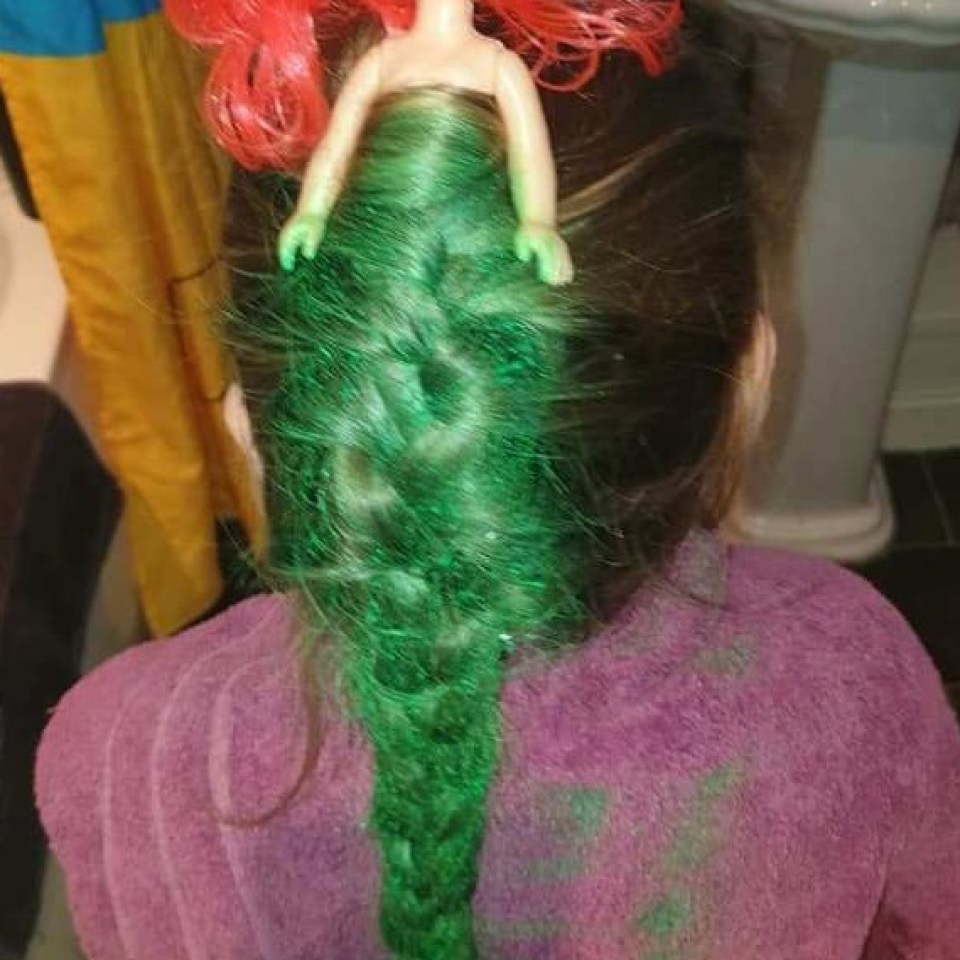 Mum wins fancy dress by turning her daughter's hair into a mermaid for £2 by shopping at Poundland
