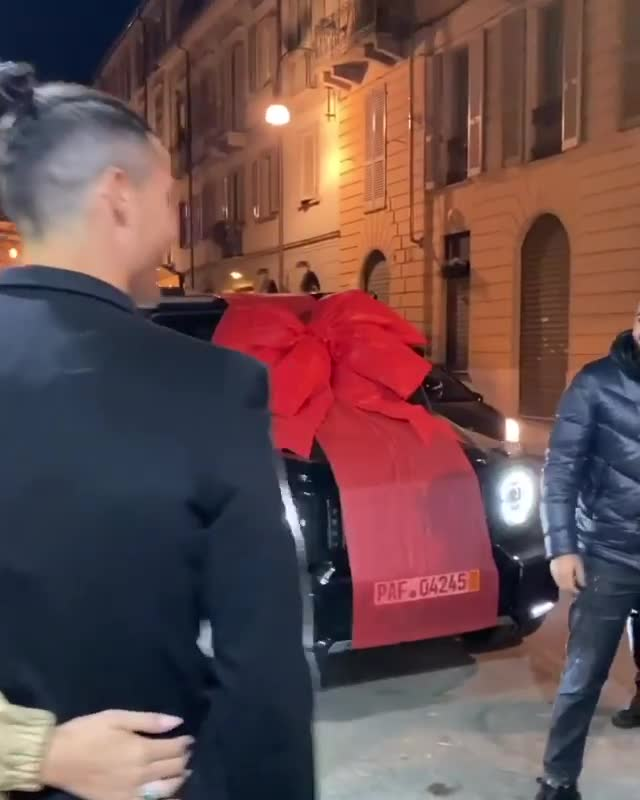 Cristiano Ronaldo was the lucky recipient of a Mercedes from Rodriguez for his birthday
